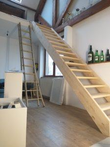 Consultez nos Services Construction d'une mezzanine plus plafonnage et pose escalier à Sart-Saint-Laurent
