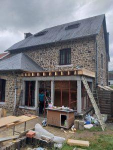 Consultez nos Services Colonnes en béton armé pour annexe avec toiture en plateforme à Profondeville